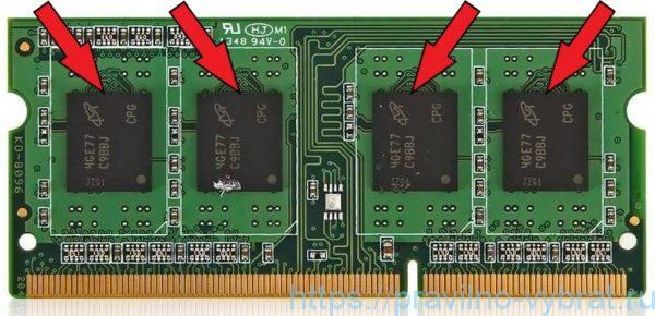 На каждой планке оперативной памяти распаяны чипы памяти